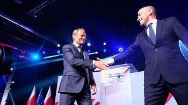 Donald Tusk i Borys Budka podczas posiedzenia Rady Krajowej PO w Warszawie
