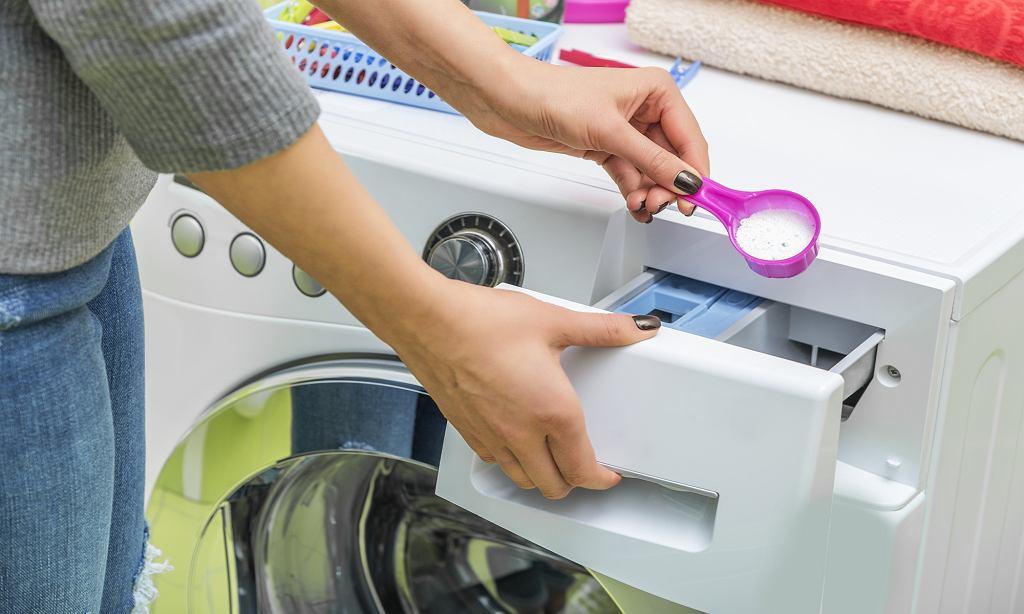 Sposób na pozbycie się nieprzyjemnego zapachu z pralki