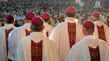 Hierarchowie podczas mszy w Lublinie
