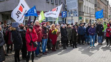 Manifestacja 'Dość rasizmu i faszyzmu' - 17 marca 2018, ul. Półwiejska w Poznaniu