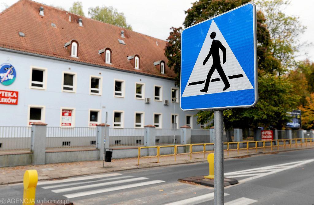 Przejście dla pieszych na al. Wojska Polskiego, przy Poliklinice.