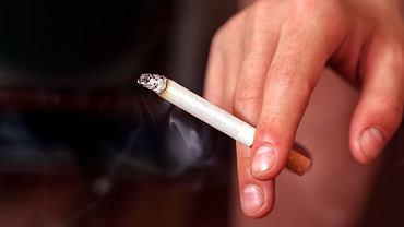 Liczba osób palących w Polsce spada.