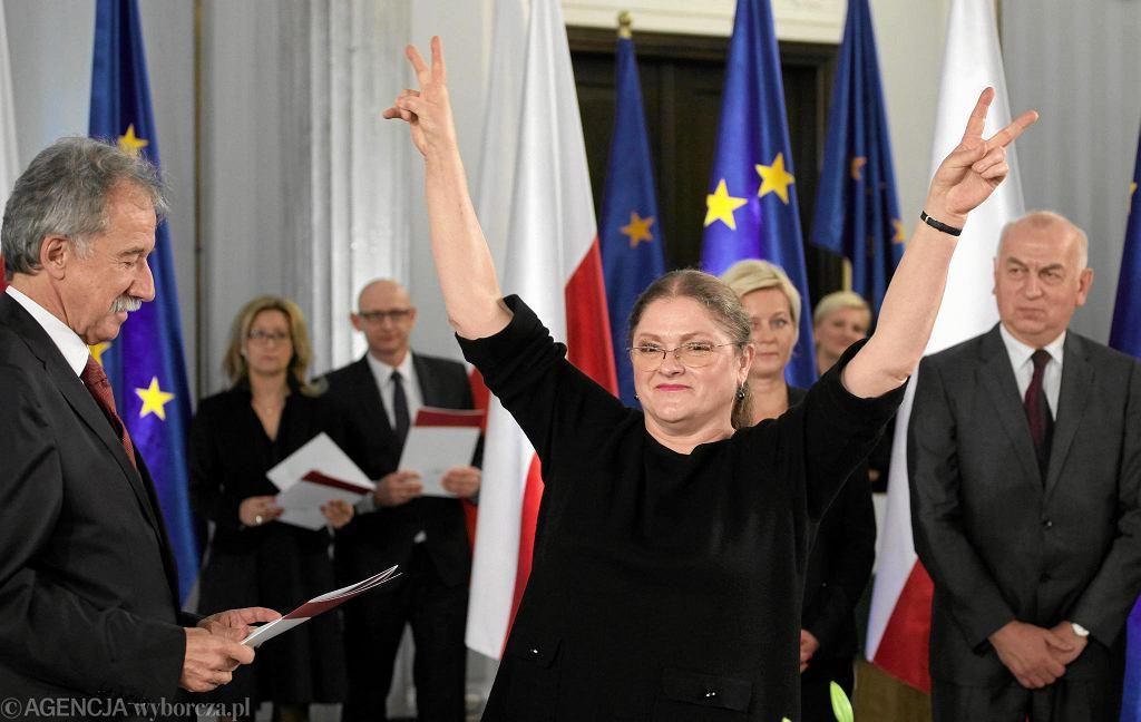 Posłanka PiS Krystyna Pawłowicz podczas uroczystości wręczenia poslom VIII kadencji zaświadczeń o ich wyborze. Warszawa, Sejm, 4 listopada 2015