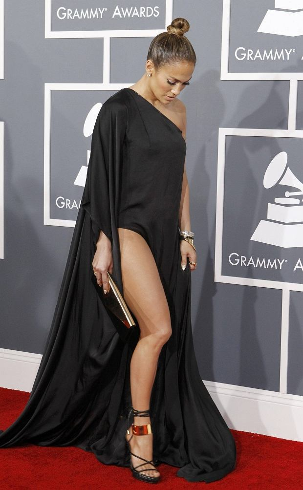 Jennifer Lopez arrives at the 55th annual Grammy Awards in Los Angeles, California February 10, 2013.  REUTERS/Mario Anzuoni (UNITED STATES  - Tags: ENTERTAINMENT)  (GRAMMYS-ARRIVALS)