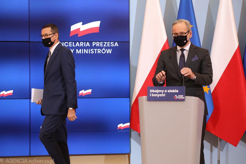 Premier Mateusz Morawiecki i minister zdrowia Adam Niedzielski, zdjęcie z 10 października 2020.