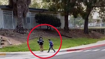 Mama nagrała syna, który wrocił do szkoły