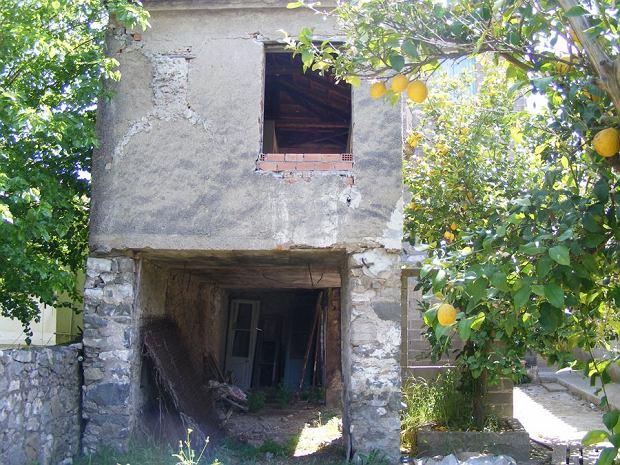 Drugi budynek wchodzący w skład starej tawerny w Grecji.