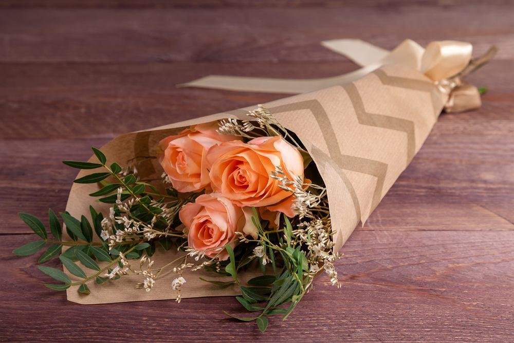 Kwiaty na imieniny - trzy róże. Zdjęcie ilustracyjne