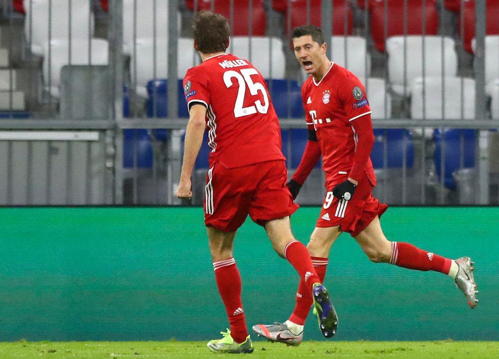 Robert Lewandowski (z prawej) w meczu Bayern Monachium - RB Salzburg