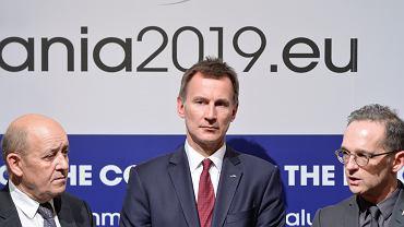 Minister spraw zagranicznym Wielkiej Brytanii Jeremy Hunt (pośrodku).