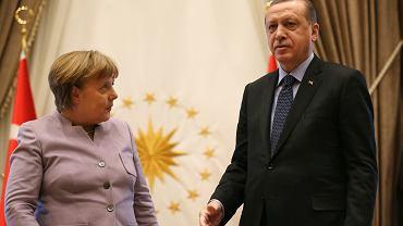 Recep Tayyip Erdogan z kanclerz Angelą Merkel w Ankarze w lutym tego roku