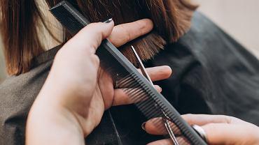 Modne krótkie fryzury dla 50-latki 2021. Hitowe cięcia, które odejmą nawet 10 lat (zdjęcie ilustracyjne)