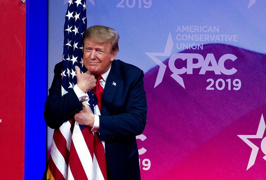 Prezydent Donald Trump podczas Konferencji Konserwatywnej Akcji Politycznej w Oxon Hill w Maryland