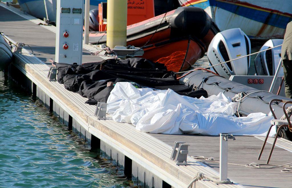 Tunezja. Ciała migrantów, którzy utonęli w Morzu Śródziemnym 24 grudnia