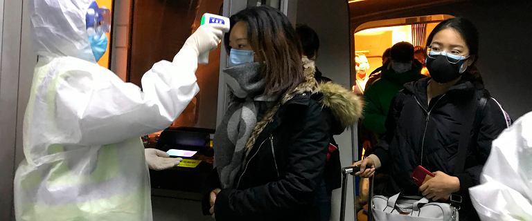 Chińskie miasto zamyka się przez koronawirusa. Zawieszono działanie lotniska i dworców kolejowych