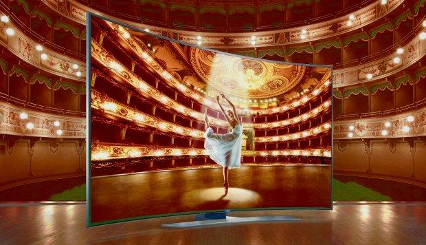 Balet na wygiętym telewizorze Ultra HD