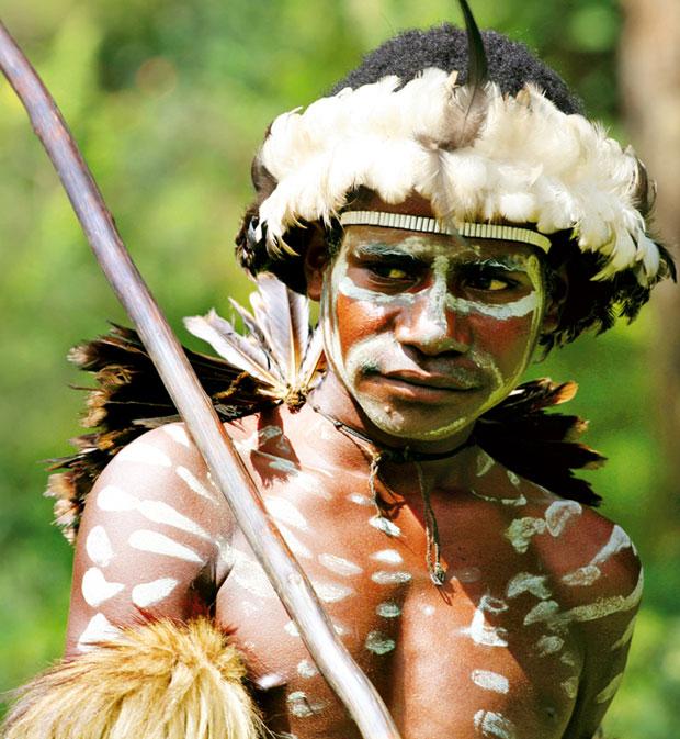 podróże, Podróże: świński festiwal w Papui, Papuasi malują ciała glinką