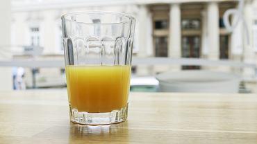 Szklanka soku pomarańczowego