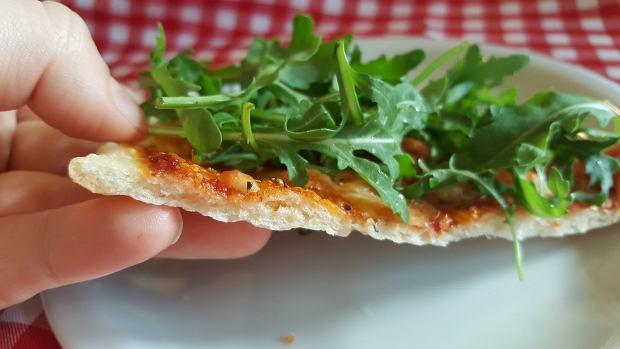Testujemy modny przepis na dwudniowe ciasto na pizzę. Lepsze niż zwykłe?