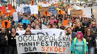 Manifestacja dla szkoły. Ogólnopolski strajk nauczycieli trwa już 17 dni. Warszawa, 24 kwietnia 2019