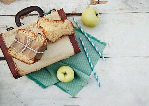 Drożdżówka z jabłkami marynowanymi w winie