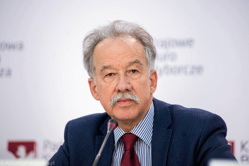 Przewodniczący Państwowej Komisji Wyborczej Wojciech Hermeliński podczas konferencji prasowej dot. wyborów samorządowych. Warszawa, 21 października 2018