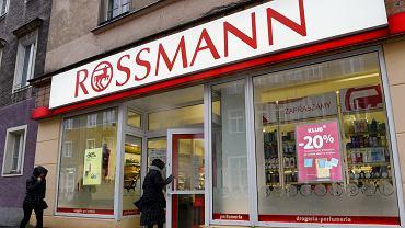 Wielka promocja w sklepach Rossmann. Które produkty można kupić taniej nawet o 50 proc.? (zdjęcie ilustracyjne)
