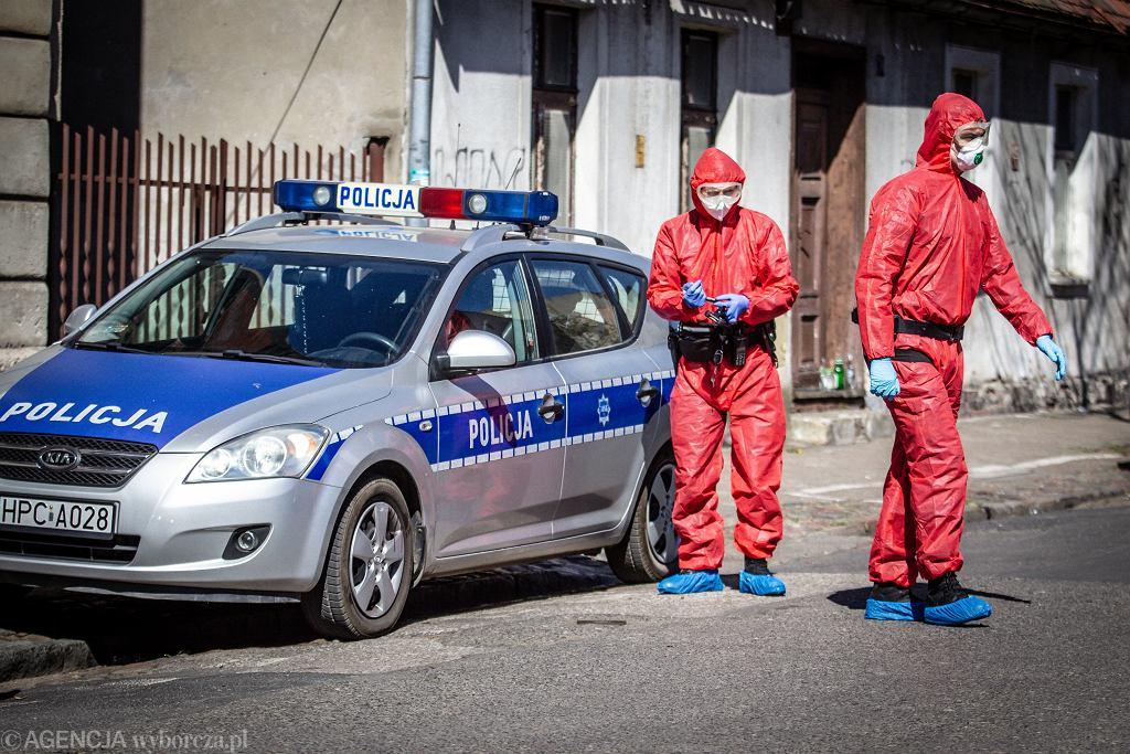 Patrol policji w czasie epidemii koronawirusa (zdjęcie ilustracyjne)