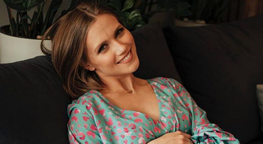 Agnieszka Kaczorowska zachwyca w modnej sukience. To hit na wiosnę. Wiemy, gdzie i za ile można ją kupić