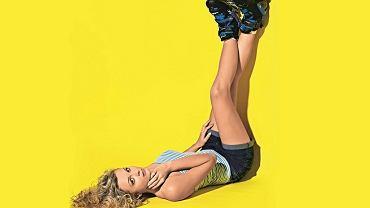 Klaudia Hartmanis. Stylizacja: Monika Przypkowska; makijaż i fryzura: Jolanta Stefańska. Klaudia ma na sobie: dżinsowe spodenki H&M, top w paski New Yorker