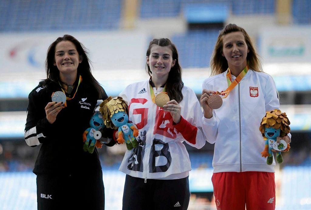 Medalistki konkursu rzutu oszczepem, w tym brązowa medalistka Katarzyna Piekart