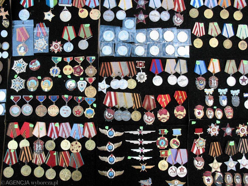 Targ staroci w Bytomiu to raj dla kolekcjonerów medali