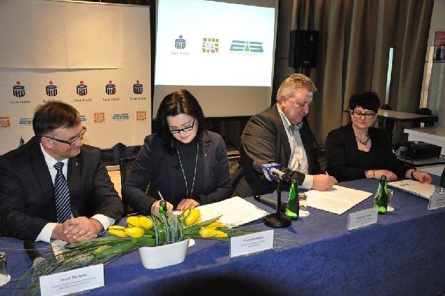 Konferencja i podpisanie umowy sponsorskiej przed 14. Cracovia Maratonem