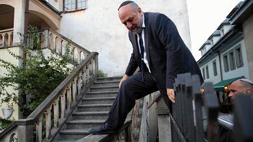 Michael Schudrich przeszedł przez płot. Do zamkniętej synagogi jednak nie udało mu się wejść.