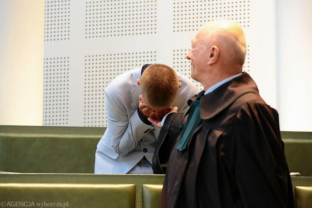 Tomasz Komenda i jego obrońca Zbigniew Ćwiąkalski po ogłoszeniu wyroku uniewinniającego (fot. Agata Grzybowska / Agencja Gazeta)