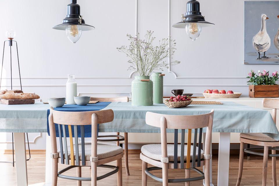 Stół do jadalni.