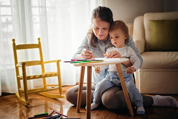Dziecko wysoko wrażliwe może wypadać gorzej, kiedy funkcjonuje pod presją czasu lub gdy jest obserwowane czy oceniane