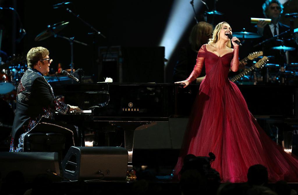 Elton John i Miley Cyrus 60 grają wspólnie  'Tiny Dancer'. 60. gala rozdania nagród Grammy. Nowy Jork, Madison Square Garden, 28 stycznia 2018