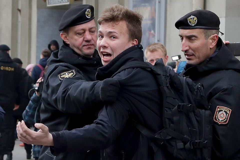 Roman Protasiewicz zatrzymany w Mińsku po tym, jak wymuszono tam lądowanie samolotu, którym leciał