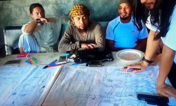 Dzihadyści wciąż terroryzują Marawi. W środku Isnilon Hapilon, ogłoszony przez Państwo Islamskie 'emirem' Azji Południowo-Wschodniej (zdjęcie niedatowane)