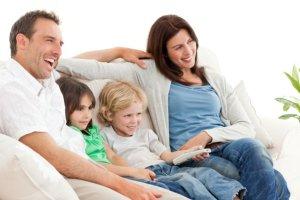 """Ojczym i macocha: przyjaciele, opiekunowie czy wychowawcy? """"Nie ma najlepszego modelu. Zależy, jak umówią się dorośli? [WYWIAD]"""