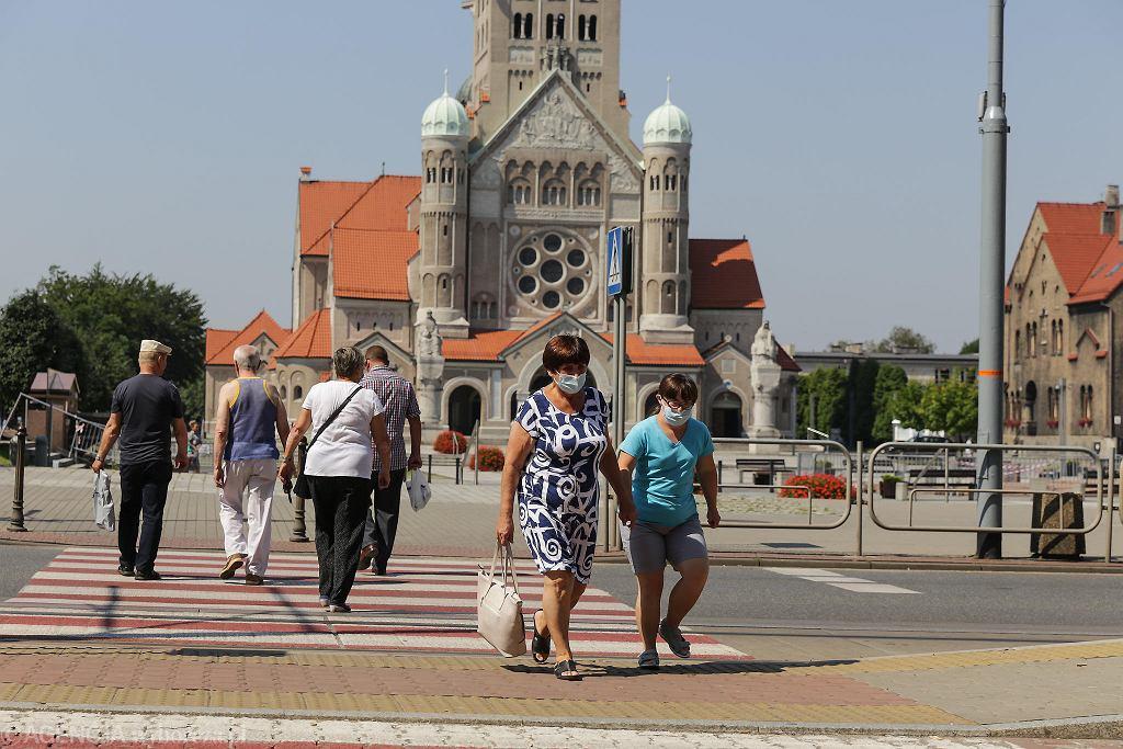 Ruda Śląska w piątek 7. sierpnia. Od soboty miasto, z powodu epidemii koronawirusa, stanie się jedną z 'czerwonych stref'
