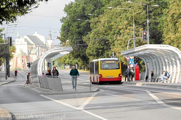 Kosmiczny przystanek tramwajowo-autobusowy w al. Solidarności - przy słynnych
