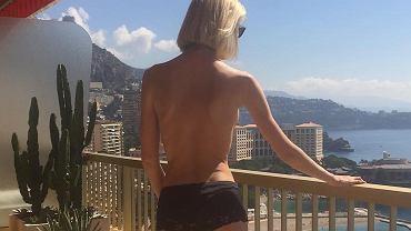 Ilona Stolie jest żoną milionera i posła jednej z największej partii politycznej w Rosji, Jednej Rosji.  Trzeba przyznać, że Witalij Jużylin ma szczęcie nie tylko w interesach, bo jego partnerka to naprawdę piękna kobieta. Swe wdzięki chętnie eksponuje w skąpych stylizacjach, a także publikuje zdjęcia toples na Instagramie. Ilona od lat robi karierę jako piosenkarka, aktorka oraz modelka. Sekretem jej zgrabnej figury jest joga i fitness. Tylko czy żonie polityka wypada pozować w taki sposób?