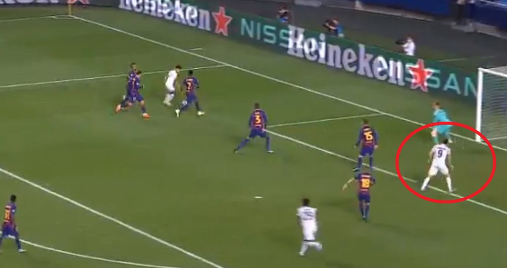 Robert Lewandowski strzelił gola Barcelonie