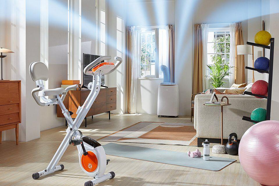 Przenośny klimatyzator LG Dual Inverter zapewni odpowiednią cyrkulację powietrza w domowej siłowni.