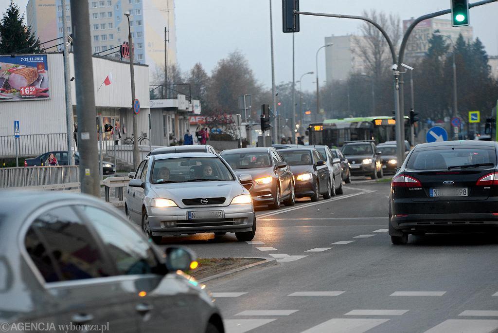 Skrzyżowanie przy estakadzie łączącej ulice Żołnierską i Obiegową w Olsztynie