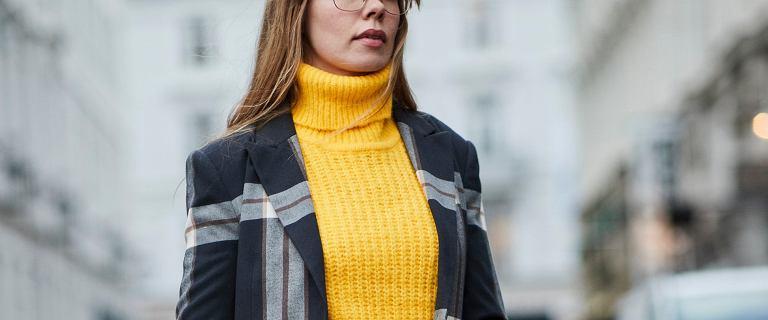 Typowy jesienny sweter? To ten w kolorze musztardy! Zobacz piękne modele w tym ciepłym odcieniu żółtej barwy