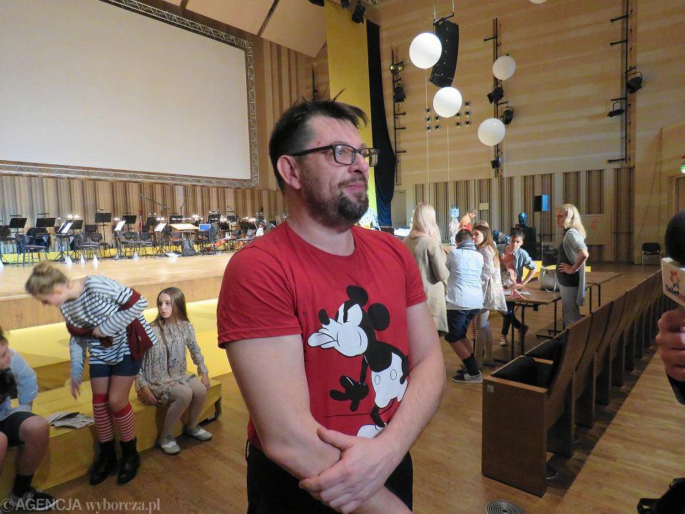 Kompozytor Krzysztof Dobosiewicz podczas prób do musicalu  'Dogonić Pippi' w Filharmonii Gorzowskiej
