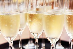 Drink z szampanem - przepisy, jak pić szampana?